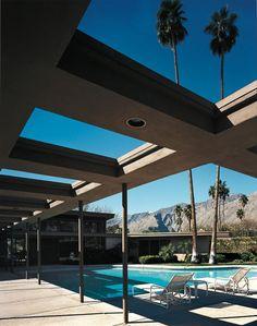 1947 The Frank Sinatra Twin Palms Estate Mid Century Decor, Mid Century House, Villas, Palm Springs Mid Century Modern, Palm Springs Style, Modernisme, Garden Landscape Design, Modern Exterior, Modern Buildings