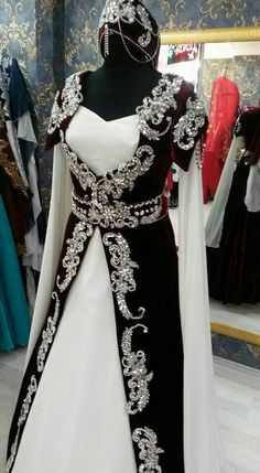 Black and silver fantasy/medieval dress. Muslimah Wedding Dress, Modest Wedding Dresses, Nice Dresses, Prom Dresses, Black Lace Gown, Fantasy Gowns, Renaissance Clothing, Medieval Dress, Gowns Of Elegance