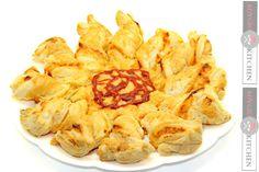 Reteta Pizza floare - Adygio Kitchen  #adygio #pizza Pizza Recipes, Snack Recipes, Snacks, Street Food, Chips, Youtube, Salads, Snack Mix Recipes, Appetizer Recipes