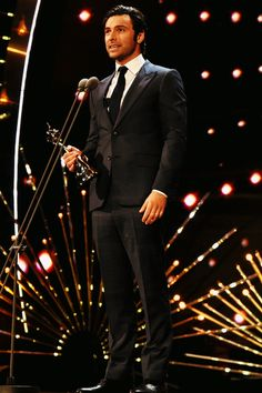 Aidan Turner accepts the award for Best Impact/TV Moment at the 21st National Television