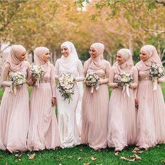 "1,156 Likes, 13 Comments - The Modesty Movement (@themodestymovement) on Instagram: ""@hijabsbyrasha | #themodestymovement"""