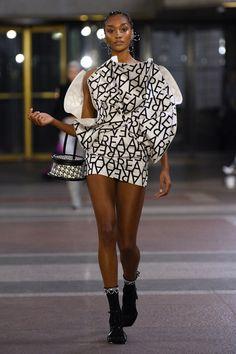 Area Fall 2019 Ready-to-Wear Fashion Show - Vogue Fashion 2020, Look Fashion, Runway Fashion, High Fashion, Autumn Fashion, Fashion Outfits, Fashion Trends, Vogue Fashion, Fashion Weeks