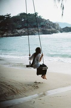 A swing on the beach, looking out at the ocean? Oh baby.I would swing forever! A Well Traveled Woman, Beach Bum, Beach Swing, My Happy Place, Belle Photo, My Dream, Seaside, Surfing, Around The Worlds