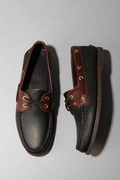 Sperry Top-Sider Boat Shoe got hubby a pair for Father's Day Sperry Shoes, Ugg Shoes, Dress Shoes, Only Shoes, Mens Fashion Shoes, Well Dressed Men, Sperry Top Sider, Formal Shoes, Comfortable Shoes