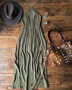 This romper dress with its double split front... The Sidney. And then you pair it with that Axis bag!! #ohyasss #olive #summerstyle #savannah7s