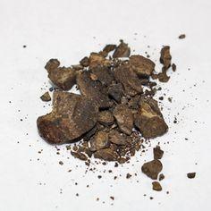 調香師が香りにこだわって選んだ、一般には出回らない精油(アロマオイル、エッセンシャルオイル)をフランスから直輸入し、ネットで通販している【精油専門店Perfumerhouse】です。アンバーグリス精油は鯨のロウ状結石が琥珀に似てしかも灰色をしているところから名づけられました。