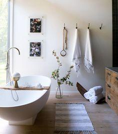 Photo by Sarah Elliott Home Interior, Decor Interior Design, Bathroom Interior, Interior Decorating, Fall Decorating, Interior Plants, Interior Lighting, Interior Ideas, Bathroom Inspiration