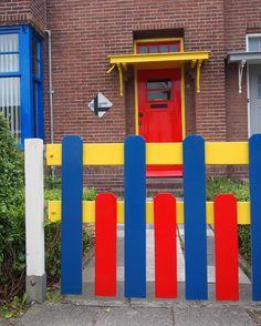 drachten deur in de Papegaaienbuurt. Friesland