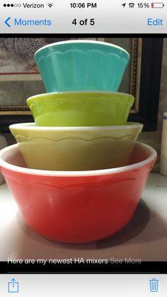 Hazel Atlas nesting mixing bowls, LOVE the scallops