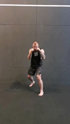 Fighter Workout, Mma Workout, Kickboxing Workout, Gym Workout Videos, Gym Workout For Beginners, Mixed Martial Arts Training, Martial Arts Workout, Boxing Techniques, Martial Arts Techniques