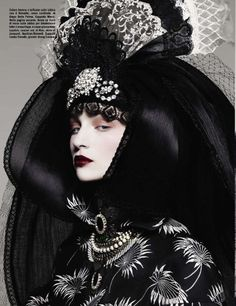 fashion editorials, shows, campaigns & more!: beauty: codie young, kolfinna kristófersdóttir, enyelisa de la rosa and franzi mueller by ben hassett for vogue italia november 2012 Dark Fashion, Love Fashion, Fashion Art, Fashion Shoot, Style Fashion, Baroque Fashion, Gothic Fashion, Fashion Design, Editorial Photography