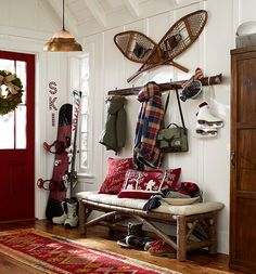 Ideas for Decorating a Family Room with Rustic Cabin Style Ski Lodge Decor, Rustic Lodge Decor, Country Cabin Decor, Rustic Cabins, Cabin In The Woods, Diy Interior, Interior Livingroom, Interior Design, My New Room