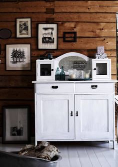 White Cabin, Country Style, Cupboard, Beautiful Homes, Old Things, Cottage, Rustic, Living Room, Wood