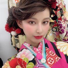 【公式】滋賀 振袖 レンタル/biwa桜 OFFICIALはInstagramを利用しています:「『2020年度biwa桜パンフレット撮影』📸  SNSで大人気のインフルエンサーのジユンちゃん👭🌈❣️  モデルも可愛くて着物も最高級👘🌟  もう日本一のパンフレット撮影になりました🤩❣️  今回のパンフレットは可愛いかっこいいオシャレな振袖がバズ…」 Coming Of Age, Aesthetic Anime, Kimono, Sari, Pink, Inspiration, Instagram, Black, Fashion