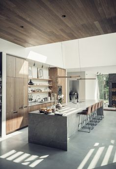 If you're considering a kitchen makeover but don't think you have enough space to work with, then this article can be particularly useful to you. We've prepared 10 tips that will make your small kitchen look bigger and more spacious. Home Decor Kitchen, Kitchen Living, New Kitchen, Home Kitchens, Long Kitchen, Modern Kitchens, Modern Kitchen Design, Interior Design Kitchen, Kitchen Island Lighting Modern