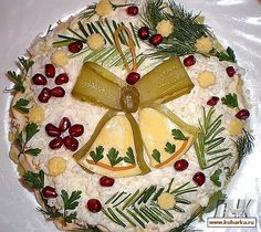 Salad «the chiming clock Christmas Salad Recipes, Salad Recipes For Dinner, Meat Cake, Edible Food, How To Eat Better, Xmas Food, Food Decoration, Food Platters, Dog Snacks