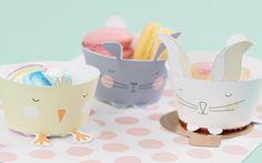 Questi simpatici cestini di carta a forma di coniglietto sono perfetti per decorare la tavola di Pasqua.