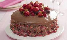 Bolo torta de chocolate com morangos