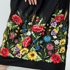 Hand Embroidery and Its Types - Embroidery Patterns Chain Stitch Embroidery, Embroidery Scissors, Folk Embroidery, Hand Embroidery Patterns, Vintage Embroidery, Embroidery Dress, Floral Embroidery, Embroidery Stitches, Stitch Head