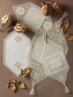 Filet Crochet, Diy Crochet, Crochet Bikini, Craft Business, Tans, Burlap Wreath, Diy And Crafts, Decorative Boxes, Crochet Patterns