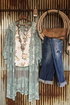 Haute On The Ranch: An Ode to Spring [Style]! – Savannah Sevens Western Chic Source by wildragboutique Fashion outfits Look Fashion, Spring Fashion, Fashion Outfits, Womens Fashion, 80s Fashion, Fashion 2017, Fashion Brands, Fashion Online, Winter Fashion