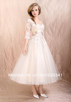 Such a gorgeous fifties style dress! So very elegant and flowy. It's the perfect, delicate dress!