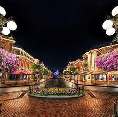 Disneyland's Mainstreet! My favorite! Thank you, Jesus! :)