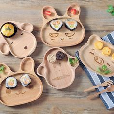 Animal Wooden Plate Made of 100% maple wood Natural paint, high rigidity and durableness.Avoid being kept in microwave oven,disinfection cabinets or exposure under sunlight.