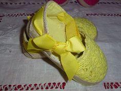 Baby Girl Steps - Sandálias de renda e corda. Apertam com velcro e têm um laço no remate. Diversas cores e tamanhos.