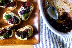 roasted grape and olive crostini – smitten kitchen NOTE: possibly substitute feta for ricotta Finger Food Appetizers, Appetizers For Party, Appetizer Recipes, Wine Appetizers, Party Snacks, Shrimp Recipes, Chicken Recipes, Dinner Recipes, Dessert Recipes