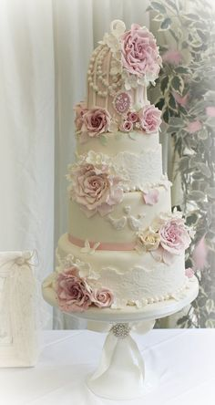 Love Birds, Lace Pearls and Roses ~ All edible and gorgeous!