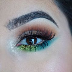 In case you're bored on a Friday night there's a tutorial on this summer inspired look up on batalashbeauty!  Direct link is in my bio my lil' creeps!  @sauceboxcosmetics #batalash palette & @velourlashesofficial in #winging!