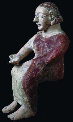 Statuetta  dignitario etrusco seduto. Seconda metà del VII sec. a.C.  Terracotta policroma