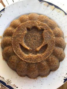 Υλικά 1 κουπα ελαιόλαδο 2 κούπες σιμιγδάλι 3 κούπες ζάχαρη 4 κούπες νερό Σιρόπι: 2 ξύλα κανέλας 1/4 φλούδα από λεμόνι 🍋 Προαιρετικά σταφίδες ή ξηροί καρποί Εκτέλεση... Food And Drink, Pie, Desserts, Torte, Tailgate Desserts, Cake, Deserts, Fruit Cakes, Pies