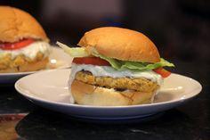 Hambúrguer é uma delícia, feito em casa torna a refeição muito especial. Nunca havia feito hambúrguer de frango e amei o resultado, ficou super leve e gostoso. Sem falar na harmonia entre o frango e o molho que ficou com...