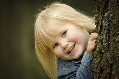 Barn. Flicka. Foto. Barnfotografering. Barnfoto. Fotografering utomhus. Girl…
