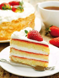 Pan di Spagna mousse di yogurt e fragole This sponge cake yoghurt and strawberry mousse is very tasty! It is also a very easy cake to make, you have no excuse … Easy Cakes To Make, How To Make Cake, Cakes Gone Wrong, Strawberry Mousse, Cooking Cake, Gourmet Desserts, Bakery Cakes, Pastry Cake, Cakes And More