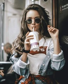 Photography Urban Portrait Outfit New Ideas Portrait Photography Poses, Photography Poses Women, Tumblr Photography, Photography Music, Modern Photography, Photography Tips, Girl Photo Poses, Girl Photos, Urban Look