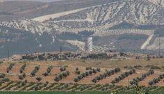 Kilis'te, Suriye sınırına yasa dışı geçişlerin önlenmesi amacıyla 5 katlı ve 25 metre yüksekliğinde gözetleme kuleleri inşa ediliyor. Kuleler bu yüksekliğe sahip Türkiye'deki ilk gözetleme kuleleri olacak. Sınır hattında bulanan 8 metre yüksekliğindeki gözetleme kulelerine ek olarak yeni kulelerin inşa edilmesine başlanıldı.   #gözetleme #kilis #kule #suriye