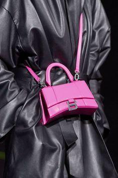 Balenciaga Fall 2019 Ready-to-Wear collection, runway looks, beauty, models, and… - Clothing World Fall Handbags, Gucci Handbags, Luxury Handbags, Purses And Handbags, Leather Handbags, Fashion Bags, Womens Fashion, Fashion Fashion, Fashion Stores