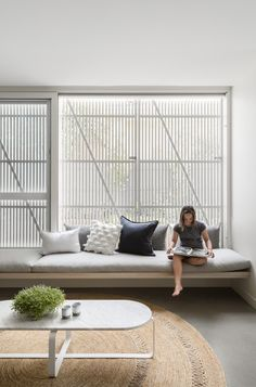 Australian Interior Design Awards - Halo House by Breathe Architecture Halo House, Sala Grande, Decoration Inspiration, Large Homes, Home Decor Trends, Modern Interior Design, Living Room Furniture, Day Bed Living Room, Family Room