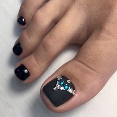 Ideas black pedicure designs toenails for 2019 Black Toe Nails, Pretty Toe Nails, Cute Toe Nails, Pretty Pedicures, Matte Nails, Acrylic Nails, Black Nail Designs, Toe Nail Designs, Beautiful Nail Designs