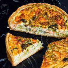 Quiche with smoked salmon and broccoli recipe okoko recipes Salmon And Broccoli, Broccoli Quiche, Bruchetta Recipe, Low Carb Quiche, Good Food, Yummy Food, Savoury Baking, Dutch Recipes, High Tea