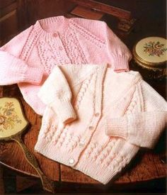 "Baby Girls Cardigan Bonnet and Bootees Knitting Pattern 16-22/"" DK 332"