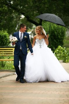 2016 Ball Gown Bridal Dresses Crystal Beading Sweetheart Ruffle Draped Court Train Tulle Wedding Gowns