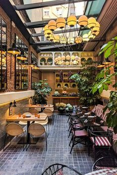 The winter terraces in Madrid to enjoy cold days of the city. The winter terraces in Madrid to enjoy cold days of the city. Best Hotels In Madrid, Madrid Restaurants, Cozy Restaurant, Restaurant Ideas, Madrid Travel, Travel City, Tapas Bar, Exterior Lighting, Cafe Design