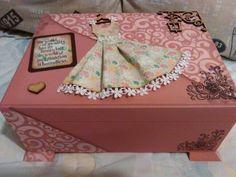 Caja pintada con estencil apliques y papel...