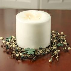 Lucky Shamrock Artificial Pip Berry Candle Ring