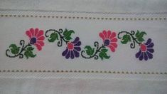 This Pin was discovered by Zrr Beaded Embroidery, Embroidery Stitches, Cross Stitch Borders, Bargello, Pin Cushions, Origami, Diy And Crafts, Shabby Chic, Victorian