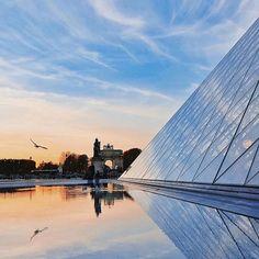 Le Louvre vu / seen by @nathparis #regram #repost #detail #museedulouvre #Louvre #LouvreMuseum #pyramideduLouvre #Louvrepyramide #Louvrepyramid #parisjetaime #paris #parigi #vivreparis #Louvreweather